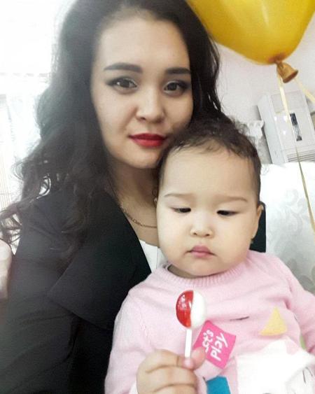Aizat Abdisamat và con gái. Ảnh: