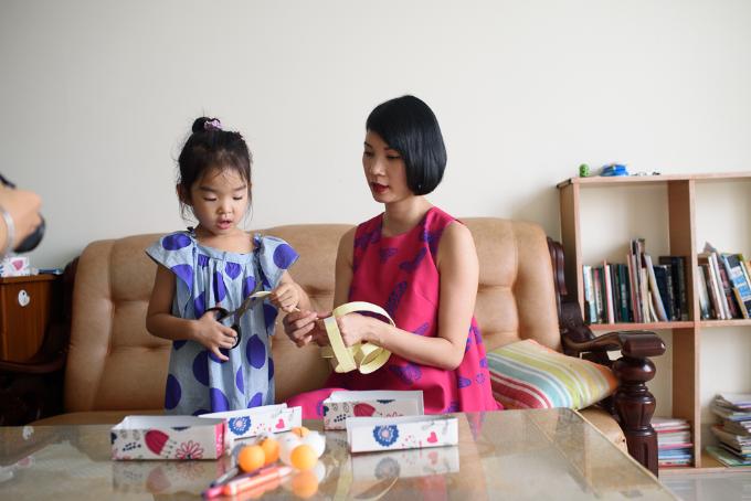 Xuân Lan dạy con hành đppngj đẹp từ trò chơi cây nhà lá vườn - 1