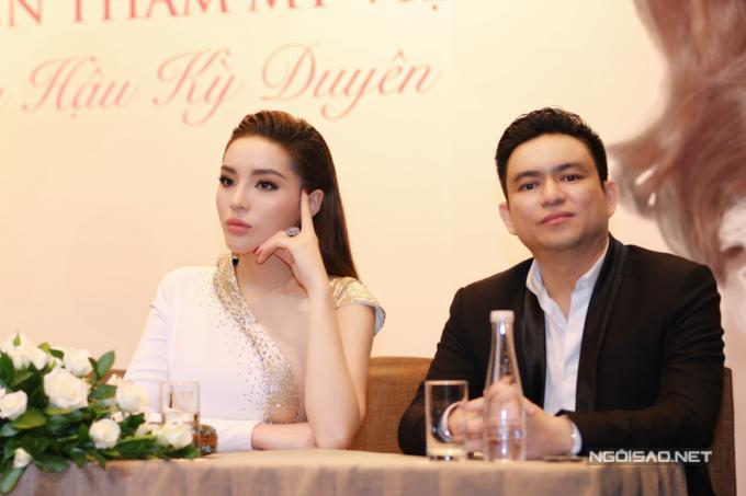 Hoa hậu Việt Nam 2014 phủ nhận tin đồn cô hẹn hò với bác sĩ Thái. Cô cho biết giữa hai người chỉ là quan hệ đối tác.