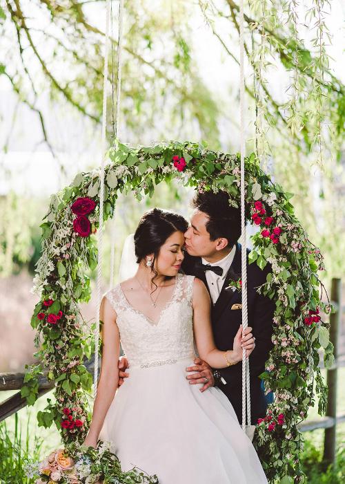 Tracey và Calvin chọn địa điểm tổ chức tiệc cưới ở ngoài trời để phù hợp với màu sắc lãng mạn và cổ tích của bộ phim hoạt hình Disney.