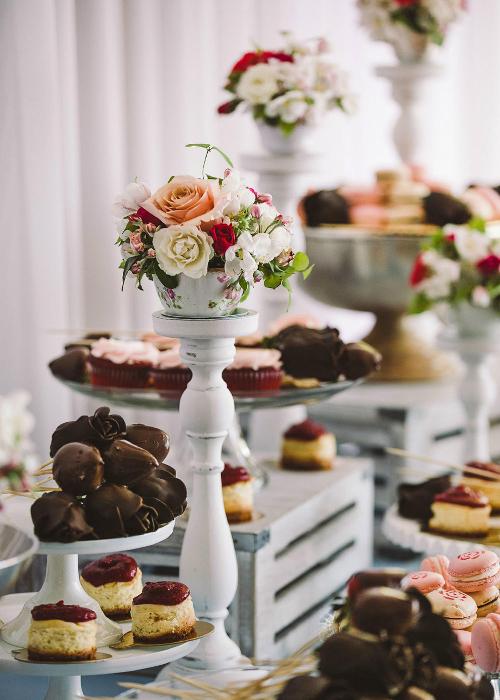 Những quả dâu tây nhúng chocolate tạo hình hoa hồng cũng chính là món quà mà cả hai từng làm tặng nhau vào dịp Valentine.