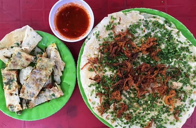 Bánh tráng mắm ruốc - món ăn vặt hút khách ở Quảng Ngãi