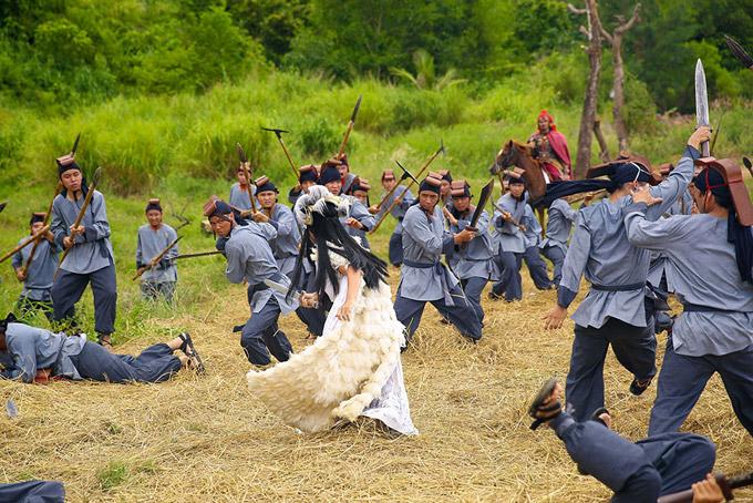 Để hoàn thành được phân đoạn cổ trang này, hai diễn viên cũng dành 7 ngày để tập cưỡi ngựa và cảnh hành động.