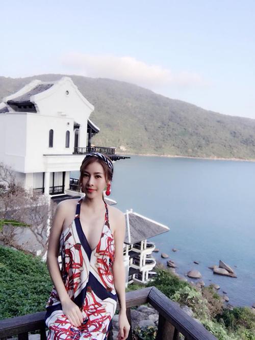 Quế Vân khoe serie ảnh trong kỳ nghỉ ở một resort Đà Nẵng cao cấp.