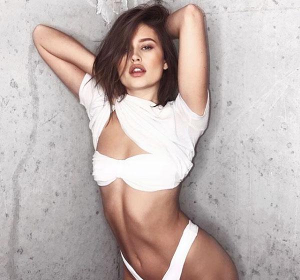 Người mẫu Lexi Wood bị cho là xen vào tình yêu của Brooklyn và Chloe Moretz, cặp kè với cậu cả nhà Becks để kiếm danh tiếng.
