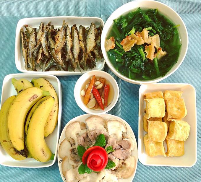 Vào những ngày trong tuần, Hoan chọn chế biến những món nhanh, đơn giản và dành món kho, hầm cầu kỳ cho cuối tuần.