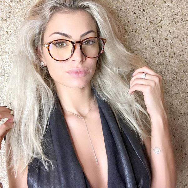 Nhiều fan của Martial nhận xét, Melanie cũng có nét giống vợ cũ Samantha của anh nhưng sành điệu, sắc sảo hơn.