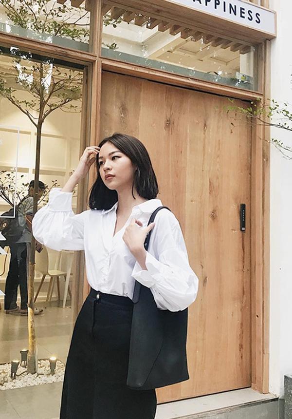 Đầu năm 2018, Phí Phương Anh có sự chuyển đổi nhẹ nhàng về phong cách thời trang từ phá cách, ấn tượng sang nét trang nhã và thanh lịch.