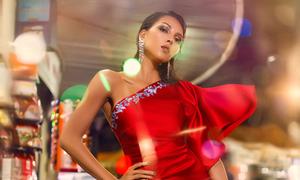 Minh Triệu diện váy xẻ khoe vóc dáng gợi cảm