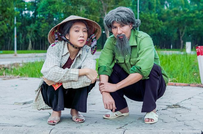 Lý Hải - Minh Hà lạ lẫm khi ăn mặc quê mùa, sắm vai đôi vợ chồng nghèo, quay MV Hãy tin tôi - nhạc phim Lật mặt 3.