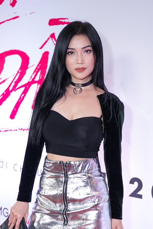 Ngọc Trinh mặc gợi cảm đi xem phim mới của đàn em Quỳnh Hương - 9