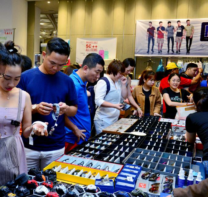 300 thương hiệu thời trang, mỹ phẩm sale 50% tại Hà Nội - 2