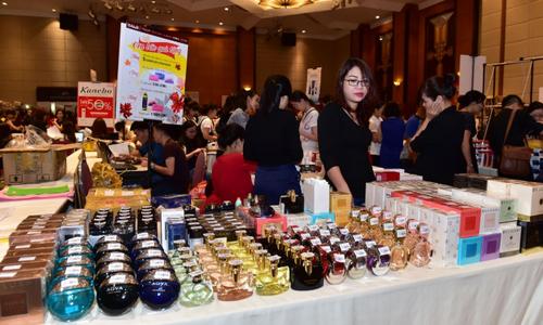 300 thương hiệu mỹ phẩm, thời trang giảm giá 50% tại Hà Nội