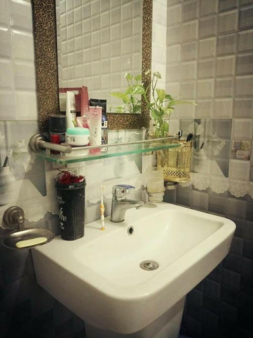 Phòng tắm được chị Lan đầu tư vật liệu tốt để tránh han gỉ và xuống cấp trong quá trình sử dụng.