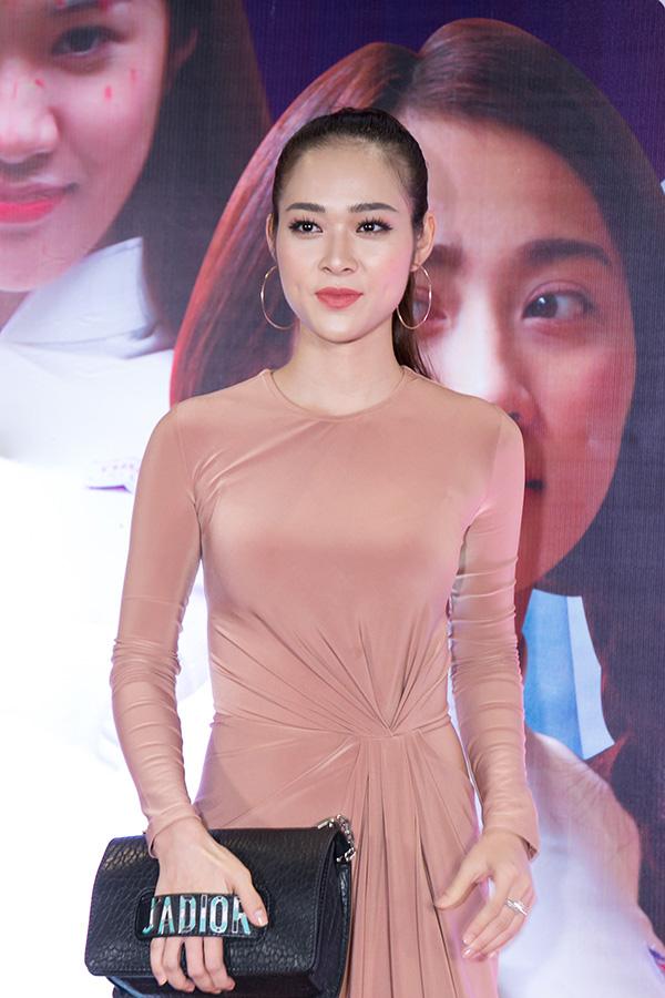 Ngọc Trinh mặc gợi cảm đi xem phim mới của đàn em Quỳnh Hương - 5