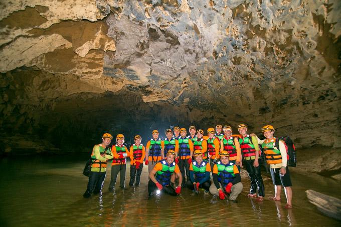 Quảng Bình chiếm 70% bối cảnh trong phim Người bất tử. Đây cũng là đoàn phim đầu tiên tiến sâu vào các hang động của Quảng Bình để đưanhững tuyệt tác thiên nhiên kỳ vĩ lên màn ảnh rộng.