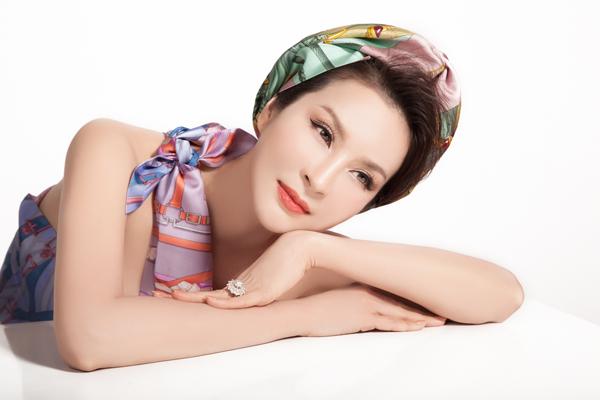 Bộ ảnh được thực hiện với sự hỗ trợ của Makeup: Dung Phan, Hair: Trâm Anh, Stylist: Tân Đà Lạt, Photo: Tom Nguyễn.
