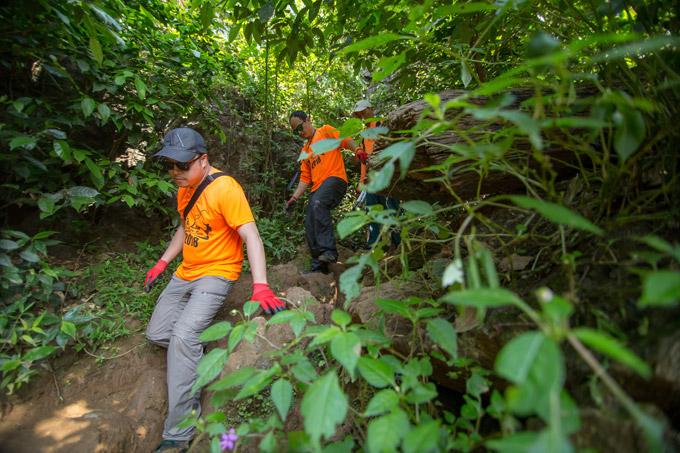 Vợ chồng Victor Vũ, Đinh Ngọc Diệp trèo đèo, lội suối ở Quảng Bình - 8