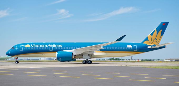 Website du lịch uy tín TripAdvisor vừa công bố danh sách các hãng hàng không được yêu thích nhất thế giới và ở mỗi khu vực. Đáng chú ý, ở bảng xếp hạng châu Á, lần đầu tiên hãng hàng không quốc gia Việt Nam được lọt vào danh sách này. Vietnam Airlines đứng thứ 11, với 3.750 bình chọn và nhiều lời khen tặng. Một hành khách để lại bình luận trên website: Chuyến bay rất êm ái và cơ trưởng luôn giữ liên lạc và tương tác với hành khách suốt hành trình. Đồ ăn cũng ở mức khá.