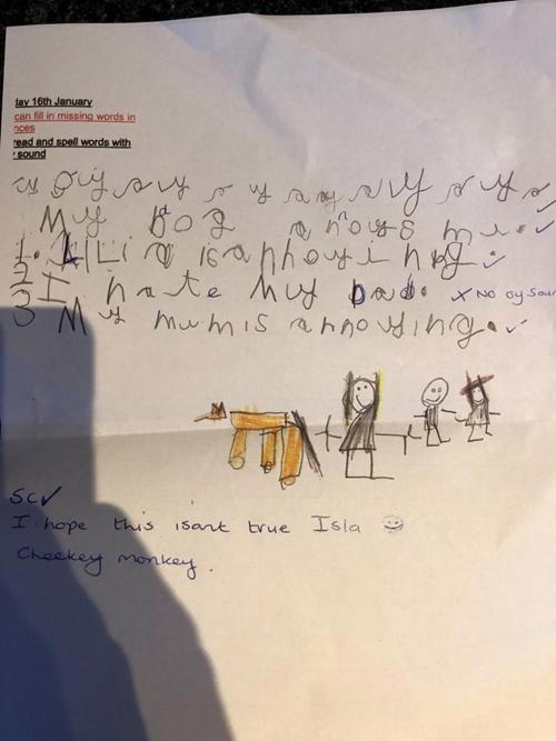 Bài tập về nhà có vẽ hình minh họa là bố mẹ, chị gái và chú cún cưng của Isla.