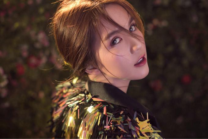 Bộ ảnh do stylist Phạm Bảo Luận, chuyên gia trang điểm Loc Bao Luong hỗ trợ thực hiện.