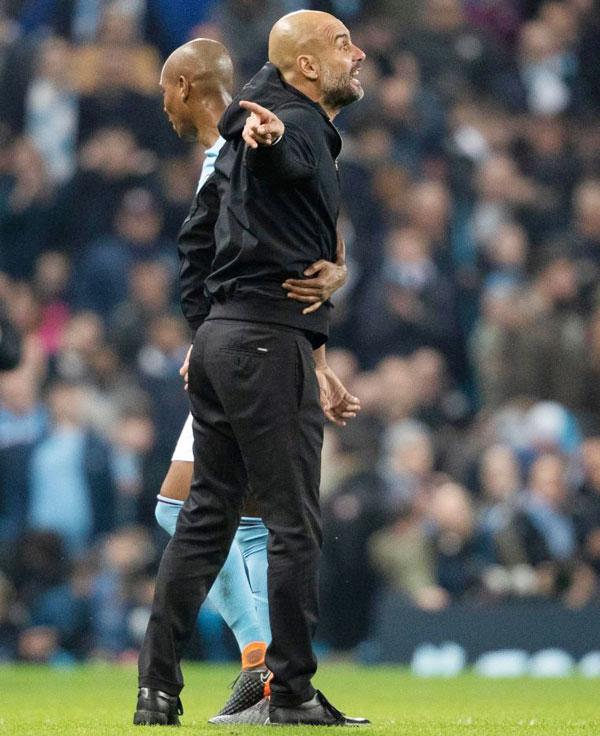 HLV Guardiola nổi nóng phản ứng quyết liệt với
