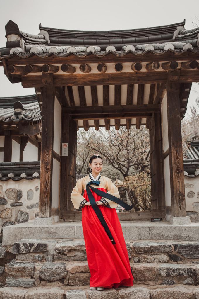 Thí sinh Queen of the Spa diện trang phục truyền thống Hàn Quốc