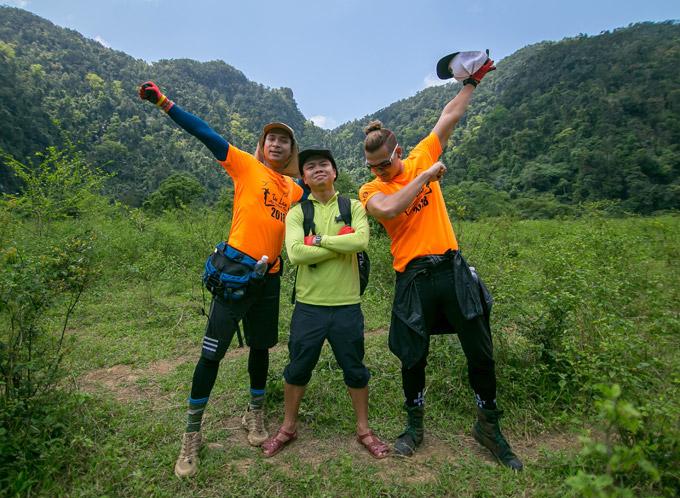 Vợ chồng Victor Vũ, Đinh Ngọc Diệp trèo đèo, lội suối ở Quảng Bình - 3
