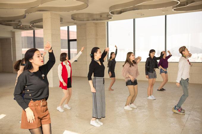 32 thí sinh đến từ 3 quốc gia sẽ chuẩn bị cho đêm thi chung kết vào ngày 12/4 tại Partyum, Gangnam, Seoul. Cuộc thi Queen of the Spa do Trung tâm Văn hóa Việt Nam tại Hàn Quốc, Hiệp hội Đào tạo Làm đẹp Quốc tế (AIBETRA) và DIVA Beauty tổ chức. Báo Ngoisao.net là đơn vị hỗ trợ truyền thông.