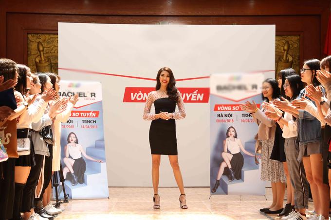 Lan Khuê ra Hà Nội tuyển thí sinh cho chương trình truyền hình thực tế về hẹn hò The Bachelor Vietnam - Anh chàng độc thân. Buổi casting thu hút hàng trăm bạn gái từ 20 đến 28 tuổi.