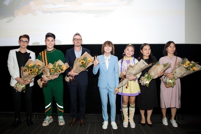 Ngọc Nga đưa 3 con lai đến chúc mừng Thiên Khôi Idol Kids