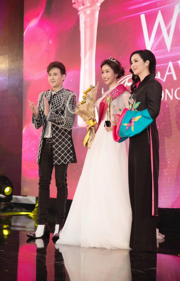 Hoa hậu Lam Cúc rạng rỡ nhận giải Bông hồng quyền lực - 3