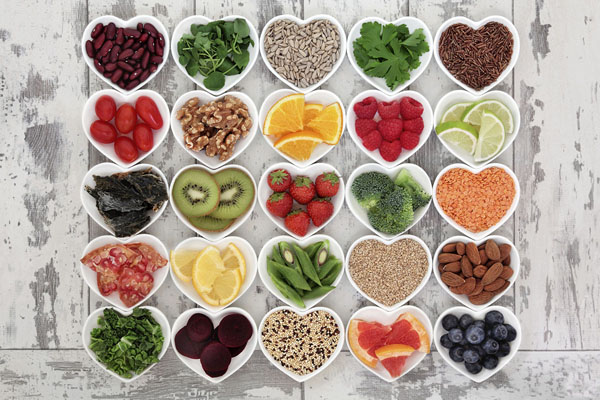 Tiêu thụ nhiều chất xơ Các loại rau xanh, hoa quả hay các thực phẩm họ nhà đậu rất giàu chất xơ. Tiêu thụ chất xơ là cách điều chỉnh lượng đường trong máu hữu hiệu, chống lại quá trình glycation dẫn đến lão hóa sớm.