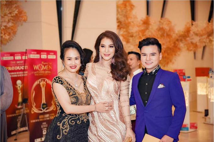 Diễn viên- người mẫu Trương Ngọc Ánh nhân giải thưởng vì có những đóng góp cho nền điện ảnh Việt Nam