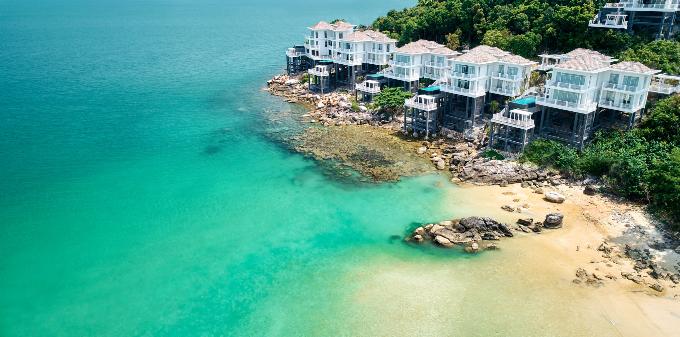 Premier Village Phu Quoc Resort tọa lạc tại Mũi Ông Đội - phía Tây Nam của đảo ngọc Phú Quốc - dải đất nằm giữa hai mặt biển của Vịnh Thái Lan và biển Đông.