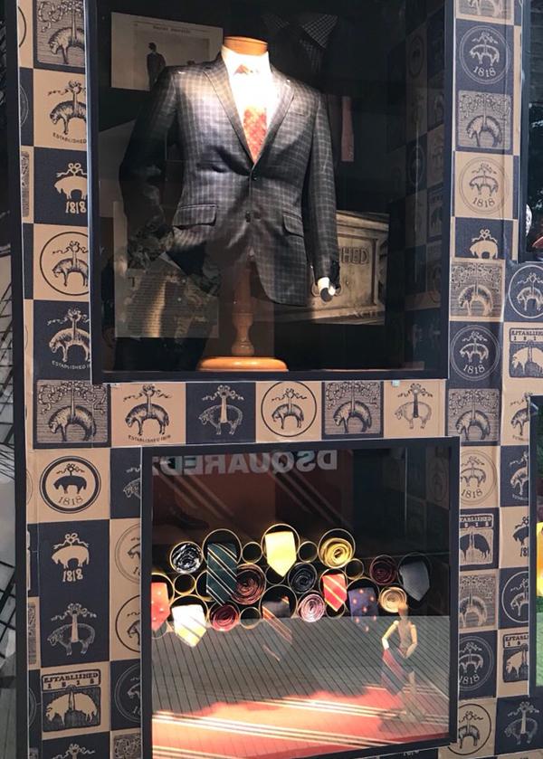 Những chiếc cà vạt sọc ngược reverse-stripe rep tie nổi tiếng của Brooks Brothers được sáng tạo vào năm 1902