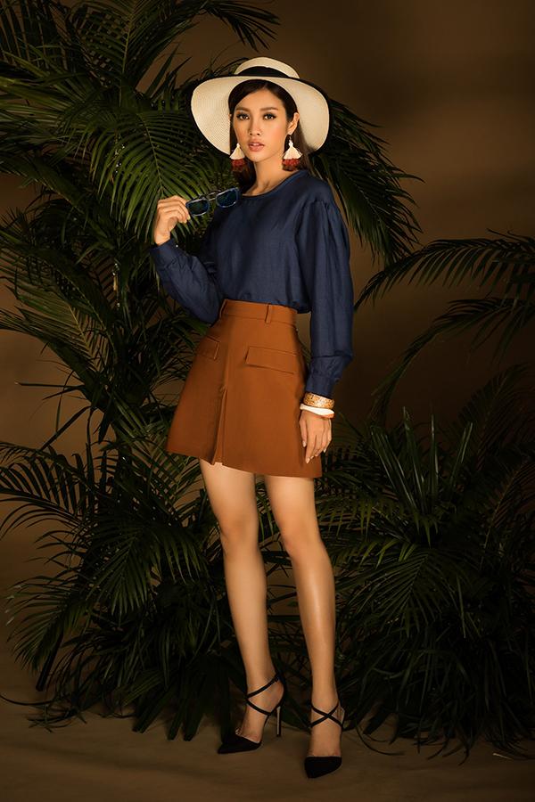 Thay vì các kiểu chân váy bút chì quá đỗi quen thuộc với dân văn phòng bộ sưu tập này tập trung khai thác các kiểu váy ngắn, jumpsuit, quần lửng hài hoà cùng khuynh hướng thời trang 2018.