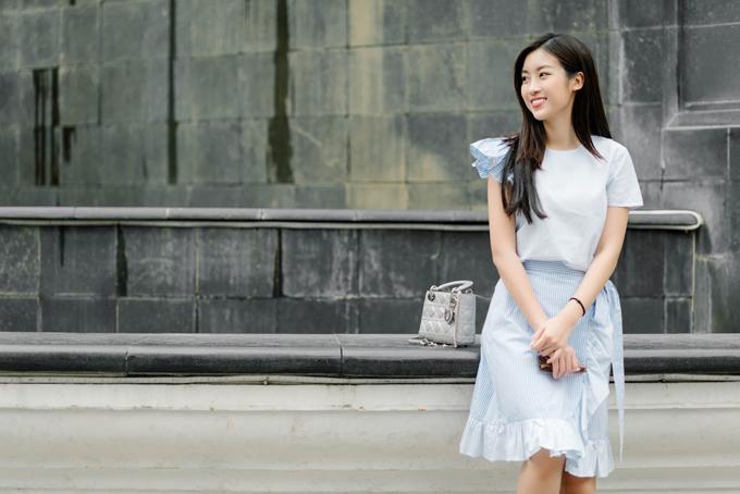 Dù được biết đến là hoa hậu không bị ảnh hưởng bởi hàng hiệu, nhưng Đỗ Mỹ Linh vẫn chọn trung thành với một vài thương hiệu cao cấp nhất định. Sự đầu tư này giúp người đẹp trông cuốn hút hơn mỗi khi xuống phố.