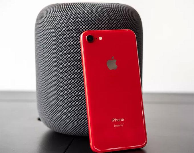 iPhone 8 RED cùng loa HomePod vừa ra mắt của Apple.