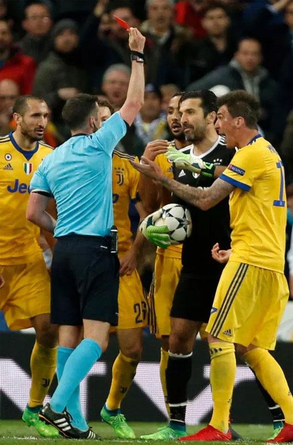 Đây là điều đáng buồn với thủ môn kỳ cựu của Juventus vì đó có thể là khoảnh khắc cuối cùng của anh tại Champions League.
