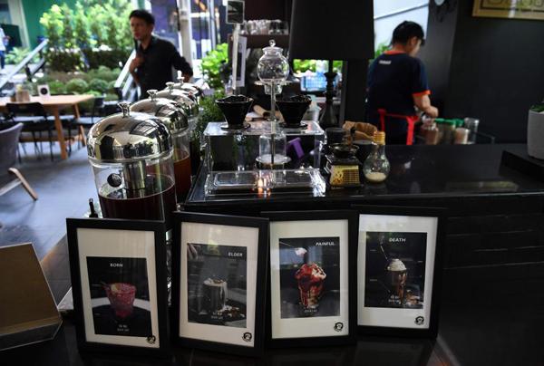 Quan tài làm chỗ nghỉ trong quán cafe chết chóc ở Bangkok