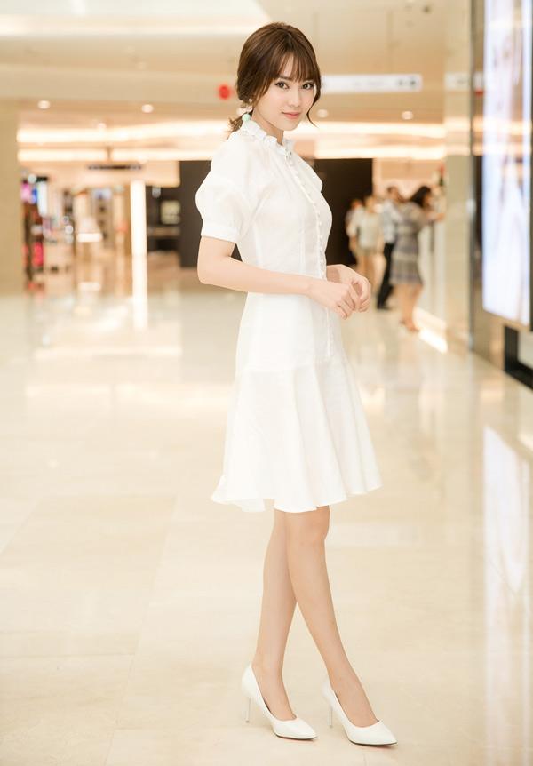 Lan Ngọc là khách mời trong sự kiện ra mắt dòng mỹ phẩm Hàn Quốc mới tại TP HCM, sáng 12/4.