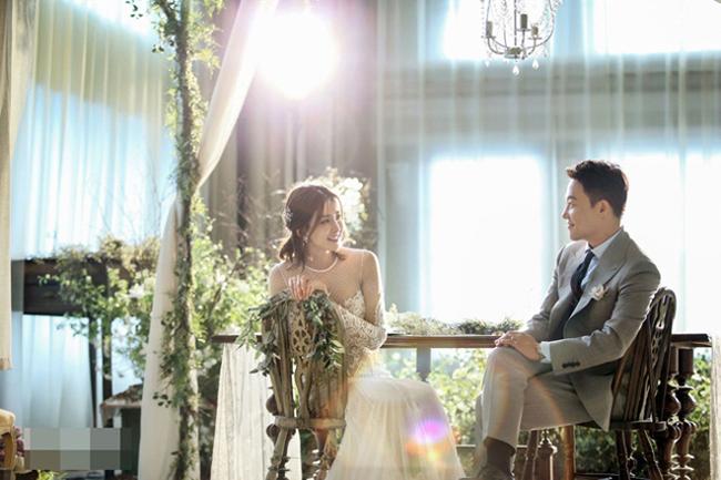 Lee Shi Young trong ảnh cưới chụp hồi 2017.