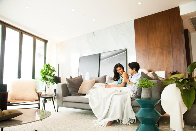 Trang Lạ và chồng đại gia tình tứ trong căn penthouse 300 m2