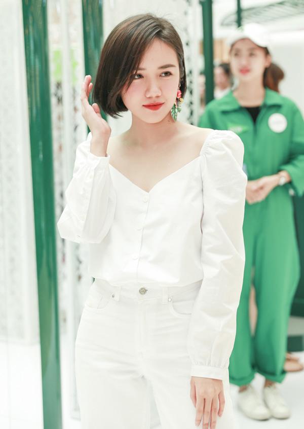 Phương Ly - em gái ca sĩ Phương Linh chuộng phong cách gọn gàng, năng động.