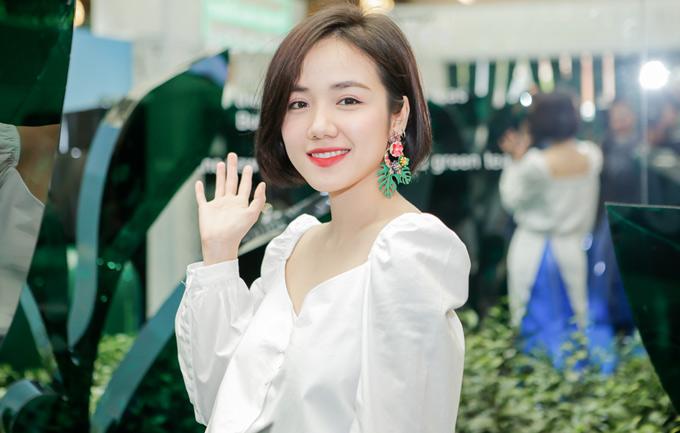 Lan Ngọc, Jun Vũ đọ nhan sắc khi diện váy trắng đi sự kiện