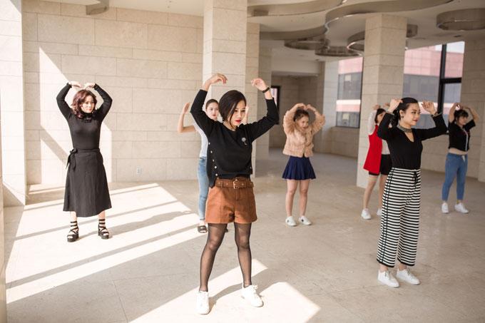 32 thí sinh đến từ 3 quốc gia sẽ chuẩn bị cho đêm thi chung kết vào ngày 12/4 tại Partyum, Gangnam, Seoul. Cuộc thi Queen of the Spa do Trung tâm Văn hóa Việt Nam tại Hàn Quốc, Hiệp hội Đào tạo Làm đẹp Quốc tế (AIBETRA) và DIVA Beauty tổ chức. Báo Ngoisao.net là đơn vị hỗ trợ truyền thông. Ảnh: Kelvin Nguyễn.