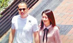 Tỷ phú Hong Kong say mê nàng Á hậu kém 25 tuổi