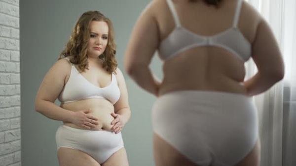 Sau khi vượt cạn, rất nhiều chị em phụ nữ phải đối mặt với tình trạng mỡ bụng và chảy xệ nghiêm trọng.