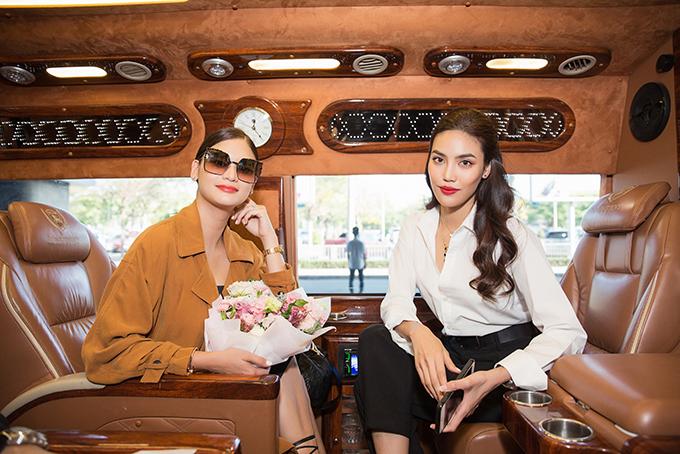 Lan Khuê ra sân bay đón Miss Universe 2015 Pia Wurtzbach đến Việt Nam
